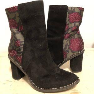 Faux suede black with floral accent EUC boots sz 7